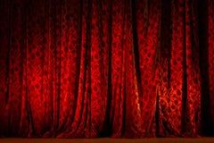 Красный загоренный занавес театра Стоковые Фотографии RF