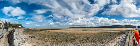 Красный залив причала, остров Anglesey, северное Уэльс, Великобритания стоковая фотография rf