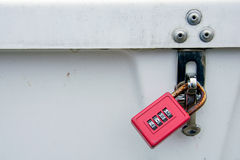 Красный замок комбинации на ящике для хранения Стоковые Фото