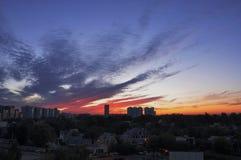 Красный заход солнца в городе Стоковое фото RF