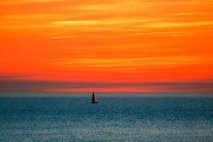 Красный заход солнца в Тоскане, Италии стоковые фото