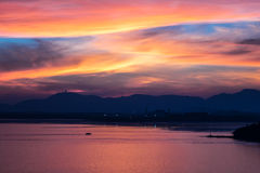 Красный заход солнца на заливе Siray (Пхукете, Таиланде) Стоковое Фото