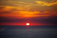Красный заход солнца - небо и море Стоковое Изображение RF
