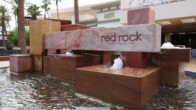Красный знак фонтана казино утеса сток-видео