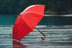 Красный зонтик на дожде Стоковое Изображение RF