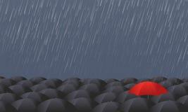 Красный зонтик стоит вне от серой толпы иллюстрация вектора