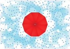 Красный зонтик с падением дождя Стоковая Фотография RF