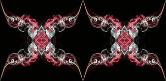 Красный и белый абстрактный переплетенный дым изолированный на черной предпосылке Стоковые Изображения RF