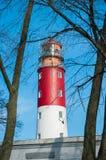 Красный и белый маяк против неба Стоковые Изображения
