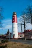 Красный и белый маяк против неба Стоковые Фото