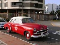 Красный и белый седан за пятьдесят, Лима Шевроле Стоковая Фотография RF
