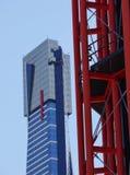Красный и голубой в современной архитектуре стоковые изображения