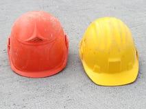 Красный и желтый трудный шлем Стоковое Фото