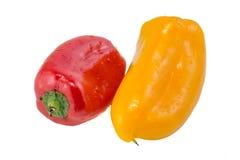 Красный и желтый сладостный перец на белой предпосылке Стоковое Фото