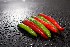 Красный и зеленый конец перца горячих чилей вверх Стоковое фото RF