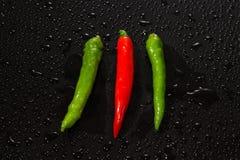 Красный и зеленый конец перца горячих чилей вверх Стоковая Фотография