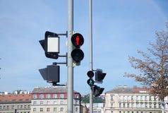 Красный и зеленый светофор для пешеходов стоковые изображения rf