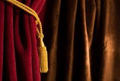 Красный и коричневый занавес театра Стоковое Изображение RF