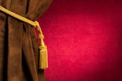 Красный и коричневый занавес театра Стоковые Изображения RF