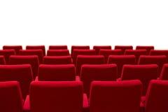 Красный и пустой театр усаживает изолированную белую предпосылку Стоковое фото RF