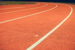 Красный идущий след в стадионе Стоковое фото RF