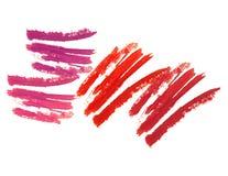 Красный и фиолетовый изолированный ход губной помады стоковые фото