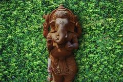 Красный каменный бог слона стоковое фото