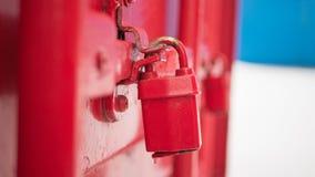 Красный ключевой замок на контейнере Стоковое Фото