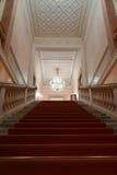 Красный ковер в масштабе театра Стоковая Фотография