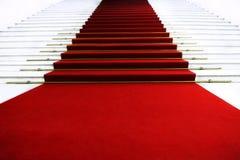 Красный ковер на лестнице Стоковые Изображения