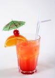 Красный коктеил с померанцовым ломтиком Стоковые Изображения