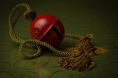 Красный колокол с веревочкой золота Стоковые Изображения