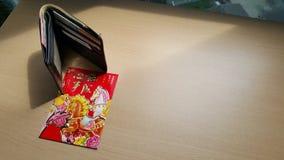 Красный конверт и бумажник Стоковая Фотография RF