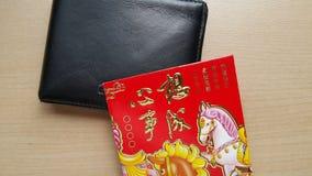 Красный конверт и бумажник Стоковая Фотография