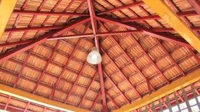 Красный крыть черепицей черепицей потолок Стоковое Изображение RF
