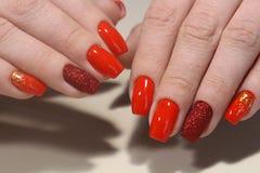 Красный маникюр, бархат с sparkles Стоковая Фотография