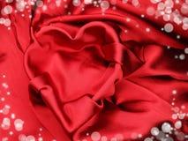 Красный материал сатинировки с концепцией влюбленности формы сердца Стоковое фото RF