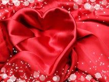 Красный материал сатинировки с концепцией влюбленности формы сердца Стоковая Фотография RF