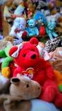 Красный медведь и шатия Стоковое Изображение