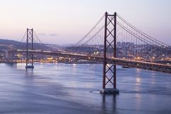Красный мост в Лиссабоне стоковые фото