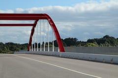 Красный мост над рекой Стоковые Фото