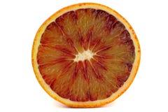 Красный отрезанный апельсин крови изолированным на белой предпосылке стоковая фотография rf