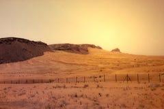 Красный песок розовой пустыни Шарджи Дубай ОАЭ утеса стоковые фото