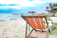 Красный пикник стула на пляже стоковое изображение rf