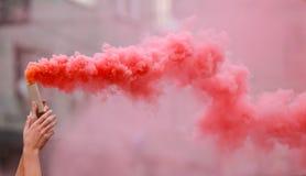 Красный пирофакел руки стоковая фотография rf
