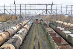 Красный подход к локомотива стоковая фотография rf