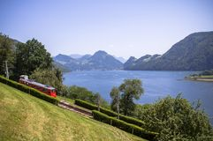 Красный поезд cogwheel внутри, Люцерн, Швейцария Стоковое Изображение