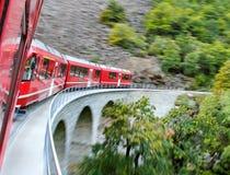Красный поезд. стоковая фотография