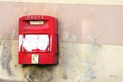 Красный почтовый ящик Италия Стоковые Фото