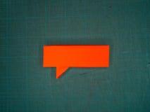 Красный пузырь речи на циновке вырезывания Стоковая Фотография